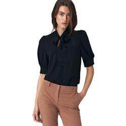 Elegancka czarna bluzka z wiązaniem na dekolcie - B107