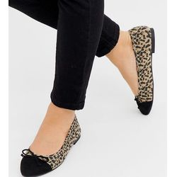 ASOS DESIGN Wide Fit Larva toe cap ballet flats in leopard print - Multi