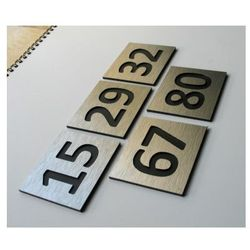 Numer, Numery Grawerowane na Drzwi z aluminium C2