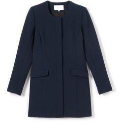 Płaszcz o prostym kroju, zapinany na guziczki