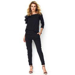 Czarny kobiecy komplet bluzka z falbankami + spodnie z lampasem marki Makadamia