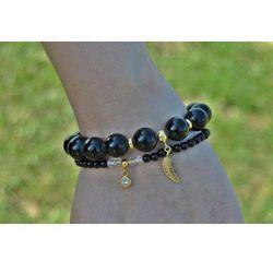 Modne bransoletki z czarnych kamieni i złoconego srebra