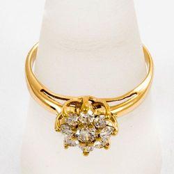 Złoty pierścionek z diamentami P1556