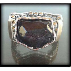 Stylowa bransoletka z dużym czarnym kamieniem - czarny