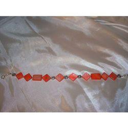 B-00005 Bransoletka na rękę z kostek masy perłowej