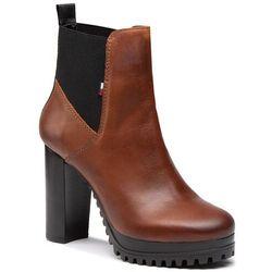 Botki TOMMY HILFIGER - Essenstial Cleated Heeled Boot EN0EN01075 Winter Cognac GVI