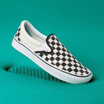 Buty comfycush slip on (classic) checkerboardtr (vo4) marki Vans